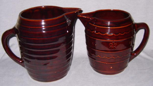 Picture of WS pitcher and Mar-crest daisy dot pitcher